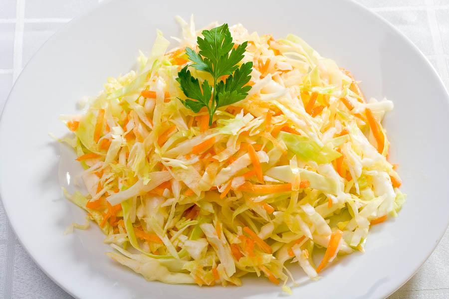 Витаминный салат из капусты и моркови и перца рецепт с