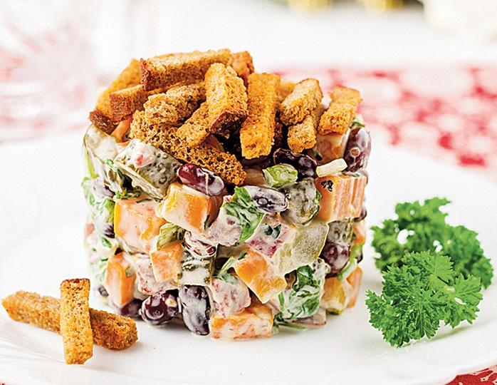 Салат из сухариков и фото