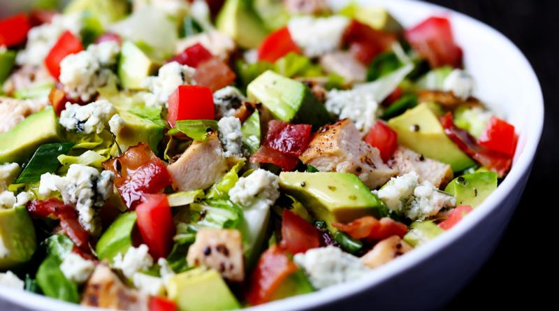 Салат с авокадо и курицей рецепт