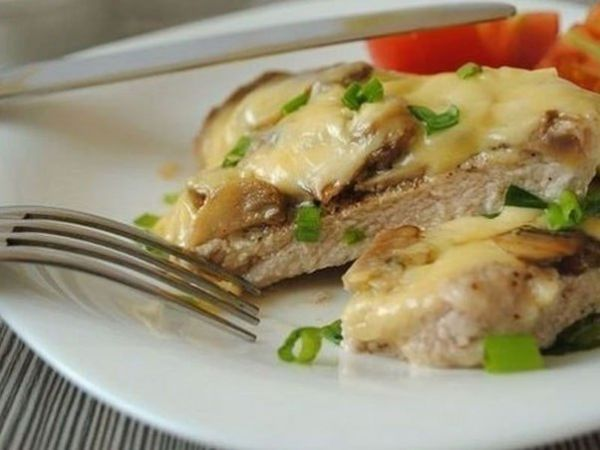 Рецепт отбивных с сыром и грибами