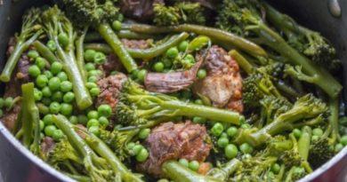 Говядина со стручками фасоли и броколли