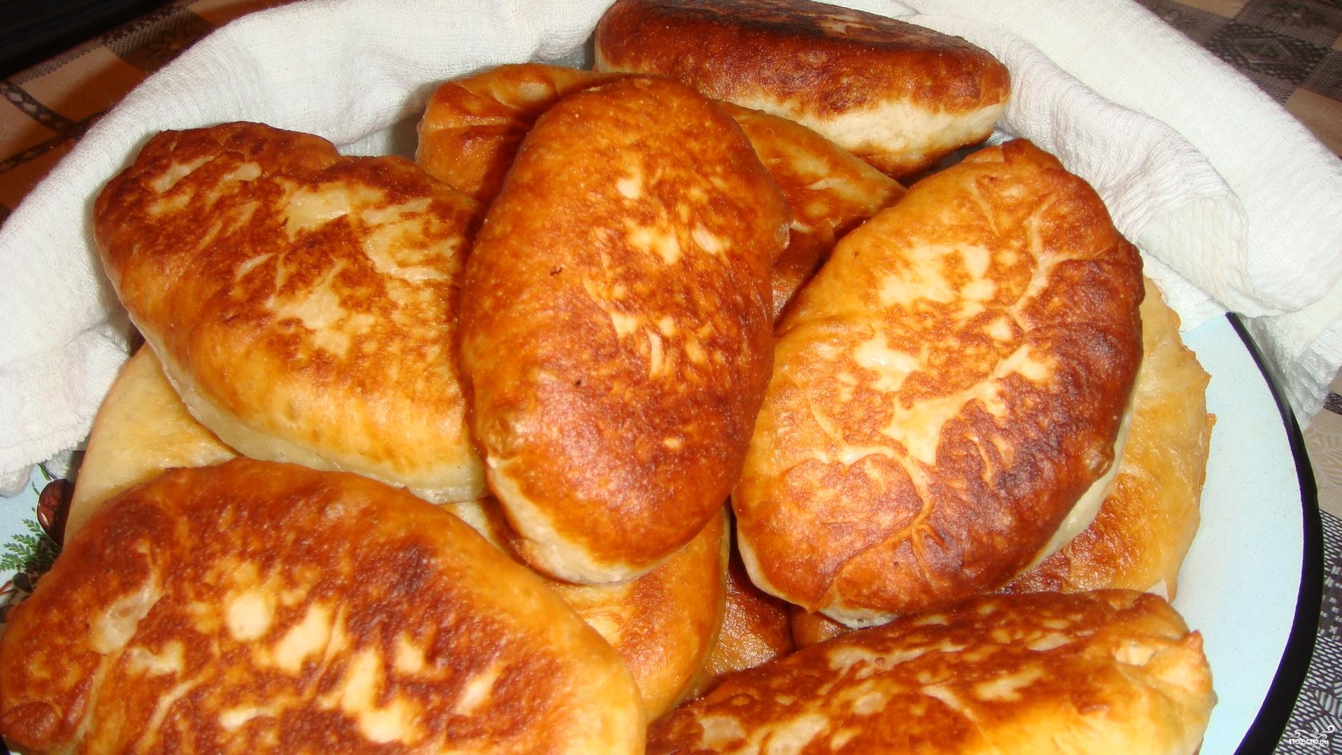 Пирожки жареные на сковороде без дрожжей на кефире рецепт с фото пошагово