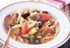Сытный овощной суп с летними овощами