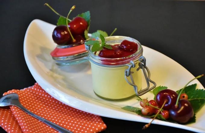 yagodnyj-ili-fruktovyj-puding