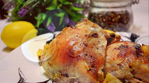 Курица в необычном маринаде: мясона новогодний стол