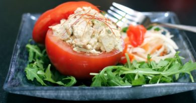 kurinyj-salat-v-pomidore