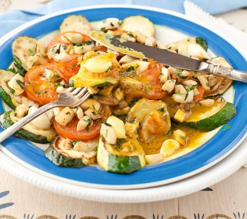 griby-pomidory-cukkini-s-sousom-karri