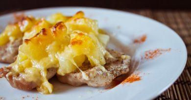 svinina-s-ananasami-pod-syrom