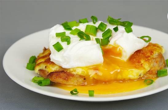 Яйца пашот - вкусный завтрак за 4 минуты