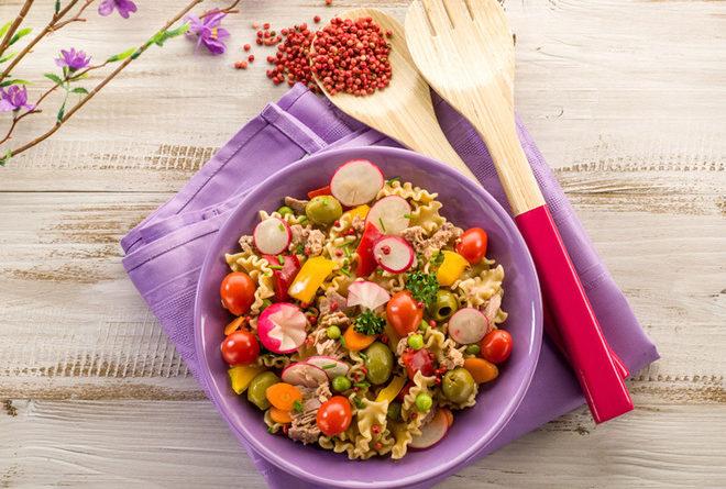 italyanskij-salat-s-tuncom-i-makaronami