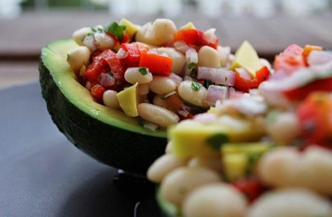 salat-s-avokado-i-fasolyu