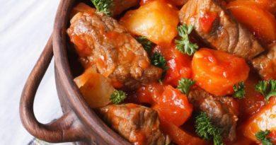 tushenaya-govyadina-s-kartofelem-i-morkovyu