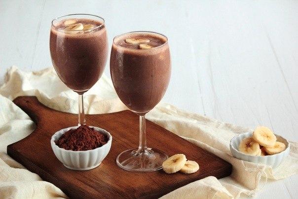 koktejl-s-bananom-i-kakao