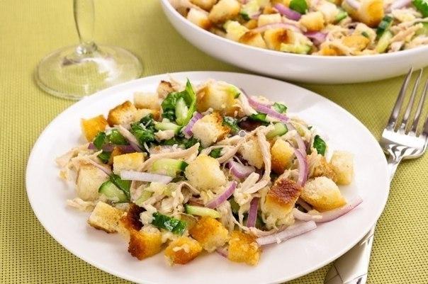 salat-s-indejkoj-i-krasnym-lukom