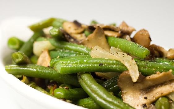 Салат из зеленой фасоли и грибов