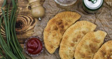 Вкусный рецепт: как приготовить домашние чебуреки с мясом