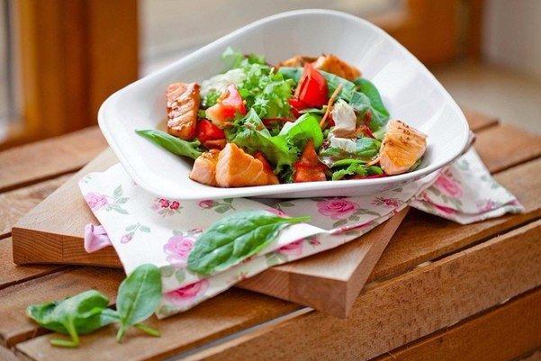 Salat-s-kusochkami-semgi