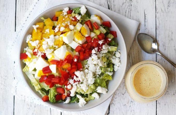 ovoshnoj-salat-s-yajcami-i-syrom