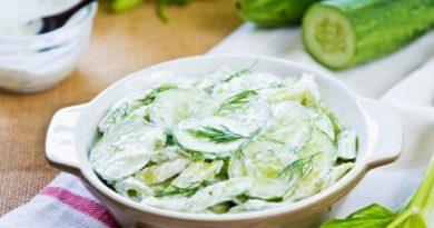 salat-iz-svezhix-ogurcov-v-smetane