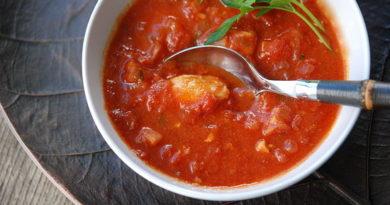 sup-iz-rybnyx-konservov-v-tomatnom-souse