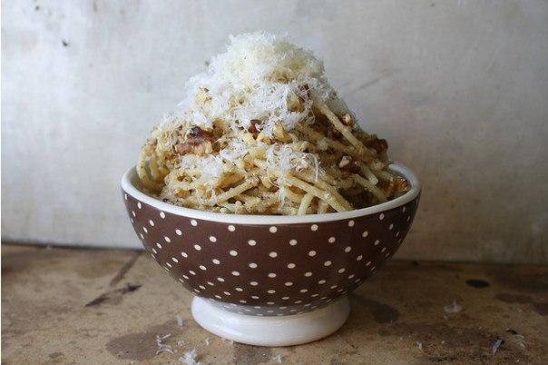 spagetti-s-sousom-iz-greckix-orexov