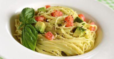 pasta-s-avokado-i-tomatami