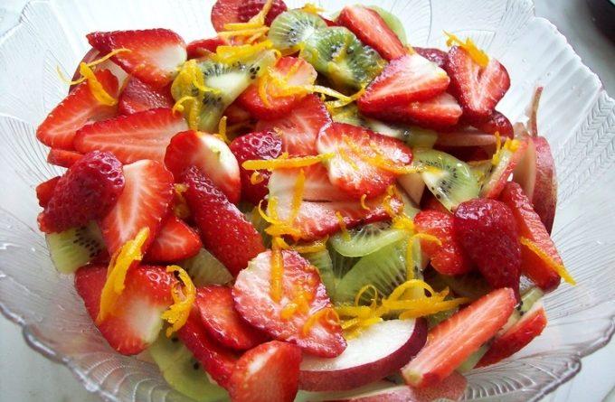 salat-s-klubnikoj-i-kivi