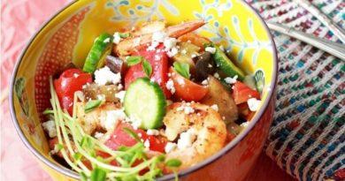 sredizemnomorskij-salat-s-krevetkami