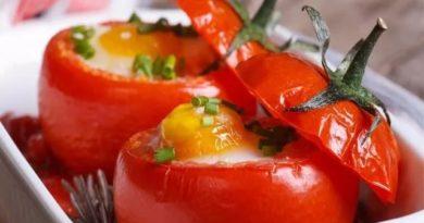 yajca-zapechennye-v-pomidorax