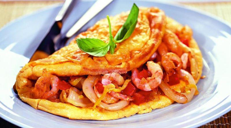 omlet-s-krevetkami-i-kalmarami