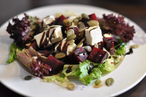 svekolnyj-salat-s-syrom-feta