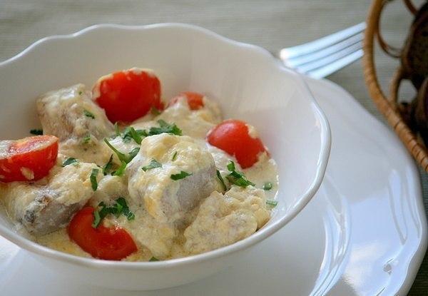 treska-s-syrom-i-pomidorami