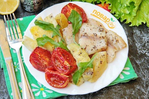 Рыба с картошкой и кабачками в духовке