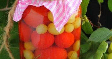 pomidory-s-vinogradom-na-zimu