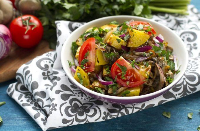 teplyj-kartofelnyj-salat