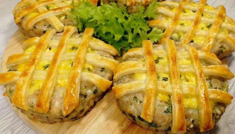 Котлеты с начинкой в тесте: необычное блюдо на праздничный стол