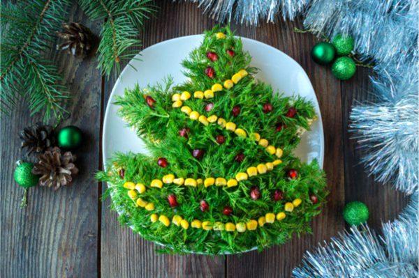 Salat-elochka-s-kuricej-i-chernoslivom