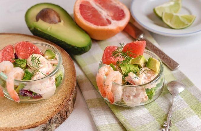 fruktovyj-salat-s-krevetkami
