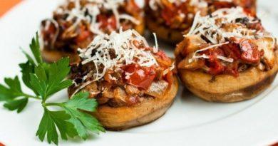 griby-zapechennye-s-syrom-i-pomidorami