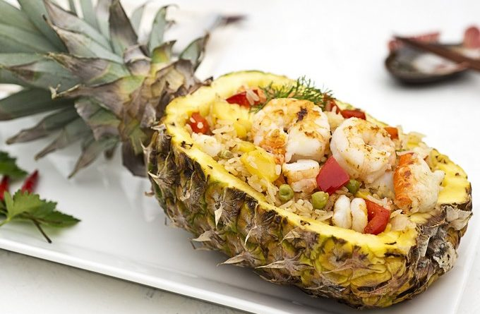 krevetki-s-risom-v-ananase