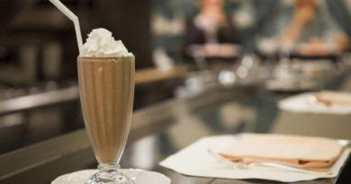 molochno-kofejnyj-koktejl-s-morozhenym