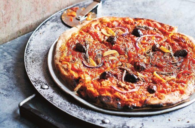 picca-s-anchousami-pomidorami-i-chesnokom