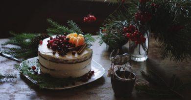 pryanichnyj-tort-so-smetanoj