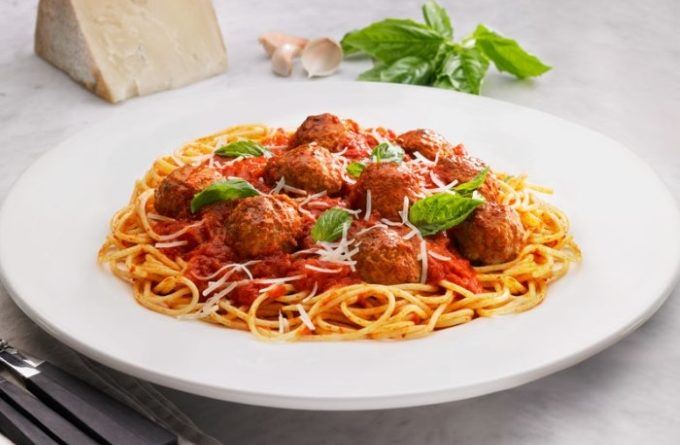 spagetti-s-frikadelkami-iz-indejki