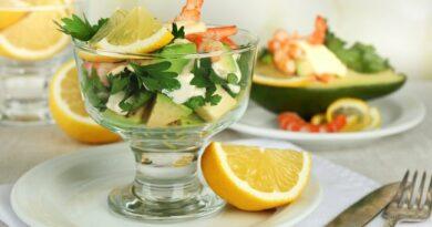 salat-s-avokado-i-krevetkami
