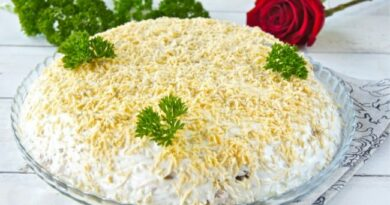 salat-s-kopchenoj-kuricej-i-shampinionami