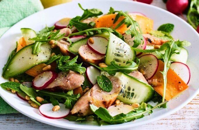 salat-s-sosiskami-i-redisom