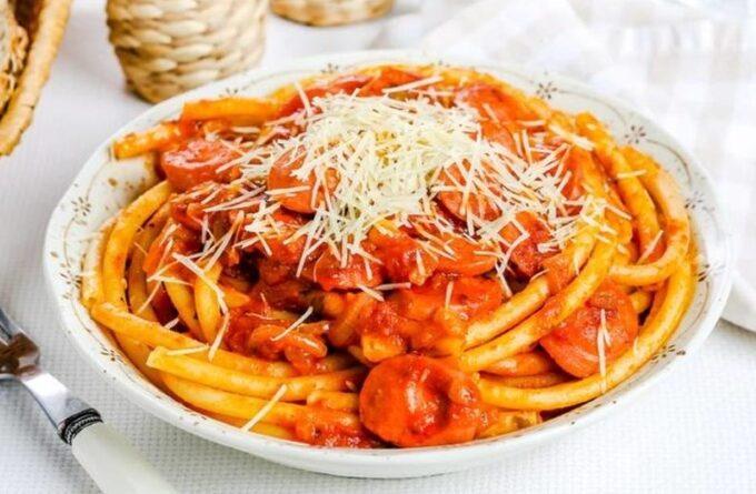 spagetti-s-sosiskami-v-tomatnom-souse