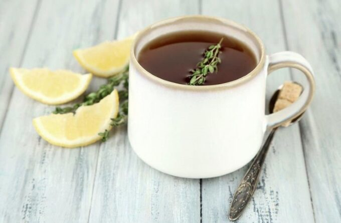 holodnyj-chaj-s-timyanom-i-limonom