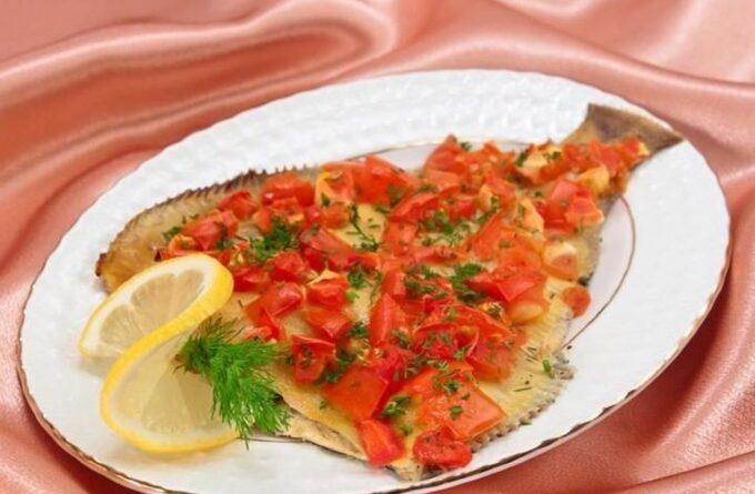 kambala-zapechennaya-s-pomidorami